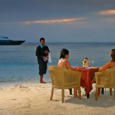 Dhaainkan'baa Yacht Beach Party