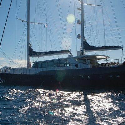 Perla del Mare Yacht Overview