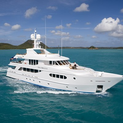 Perle Bleue Yacht Front View