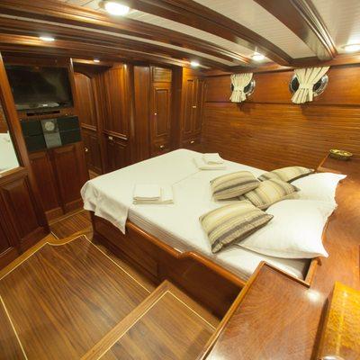 Clarissa Yacht