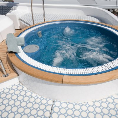 Sea Falcon II Jacuzzi