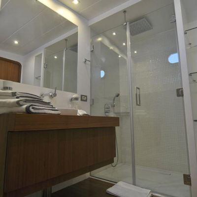 Ubi Bene Yacht Shower Room - View