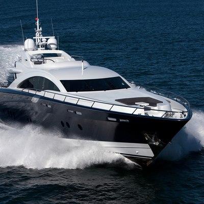 Quantum Yacht Running Shot - Front