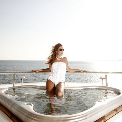 E & E Yacht Jacuzzi - Lifestyle