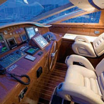 Kadimo's Yacht Pilothouse