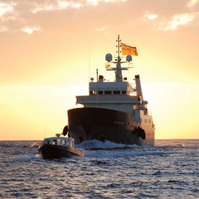 Bleu De Nimes Yacht Sunset Rear View