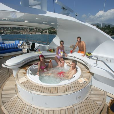 Azul V Yacht Jacuzzi in Use