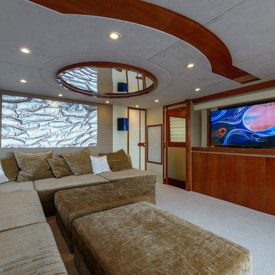 Novela Yacht