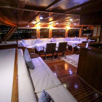 White Swan Yacht