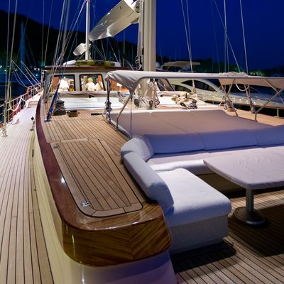 Daima Yacht Forward Deck Seating
