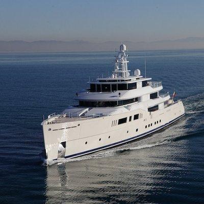 Nautilus Yacht Bow running shot