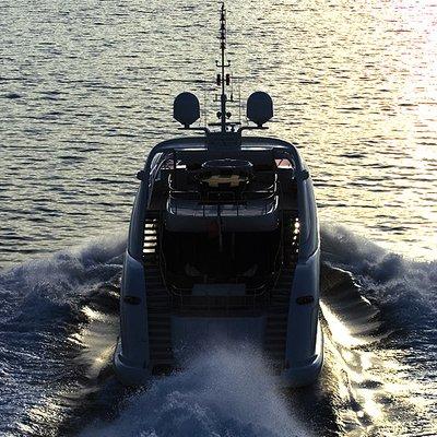 Matsu Yacht Running Shot - Stern