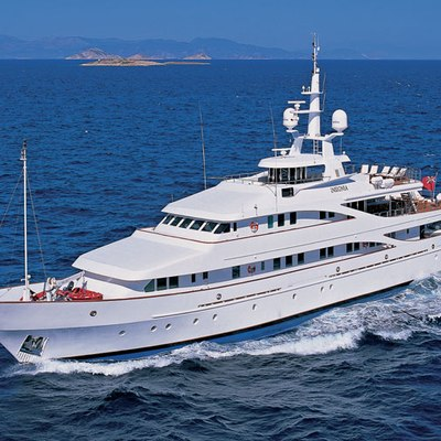 Lou Spirit Yacht Running Shot