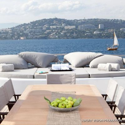 Spirit Yacht Dining Table