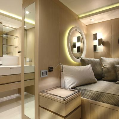 Light Holic Yacht Twin Stateroom - Bed