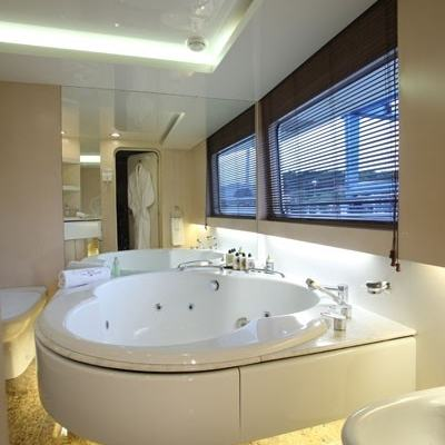 Lionshare Yacht Ensuite