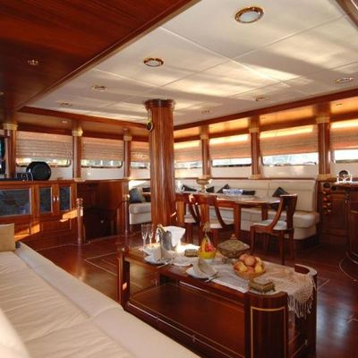Goleta I Yacht Main Salon