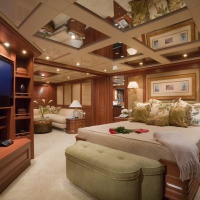 Queen D Yacht Master Stateroom