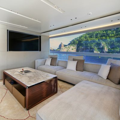Pause of London Yacht