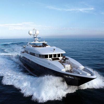 Zaliv III Yacht Running Shot - Front