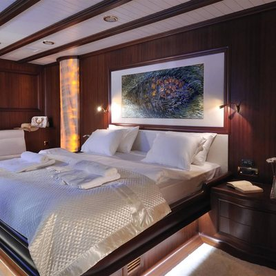 Aria I Yacht Master Cabin - Bed