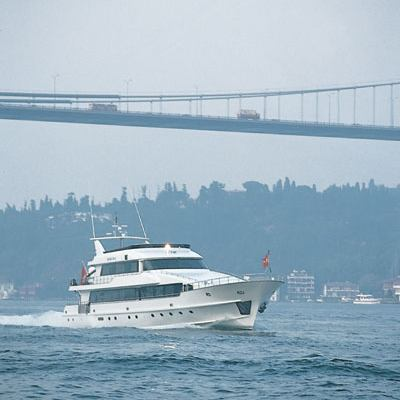 Golden Head Yacht Running Shot