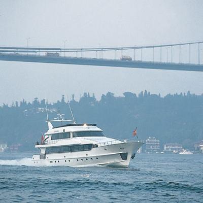 Golden Head Yacht Running Shot
