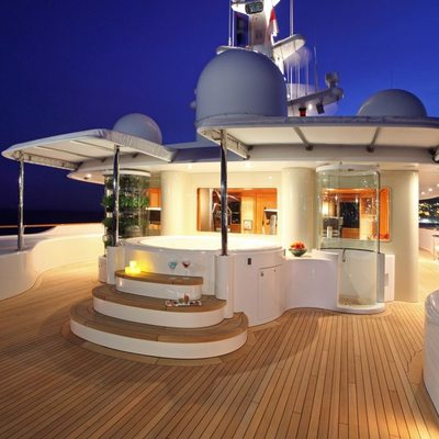 Laurel Yacht Sun Deck Jacuzzi and Shower Closeup