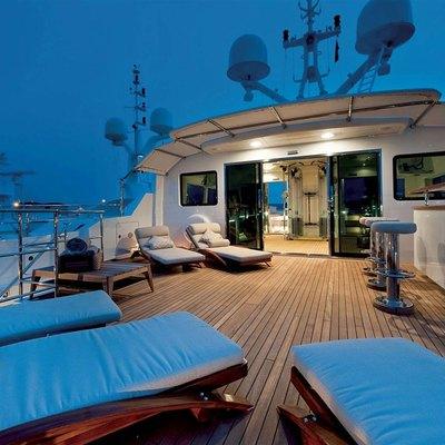 Olmida Yacht Sundeck - Night