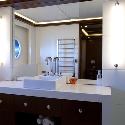 Quantum Yacht Bathroom