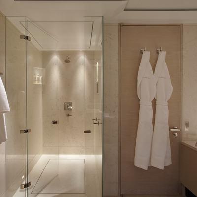 Twizzle Yacht Master Bathroom