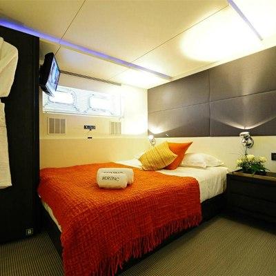 Berzinc Yacht Guest double starboard side