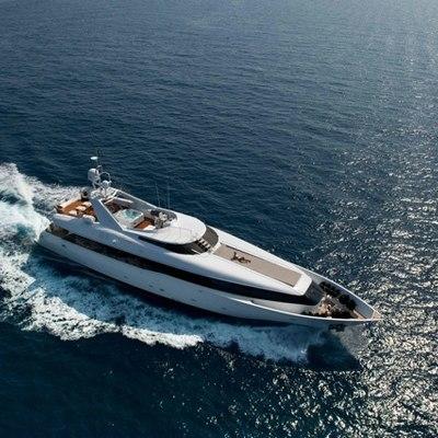 Palm B Yacht Running Shot - Aerial