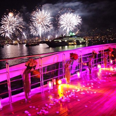 Elegant 007 Yacht Fireworks & Lights