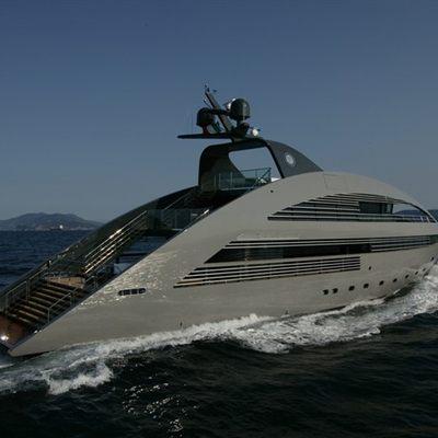 Ocean Emerald Yacht Running Shot - Side
