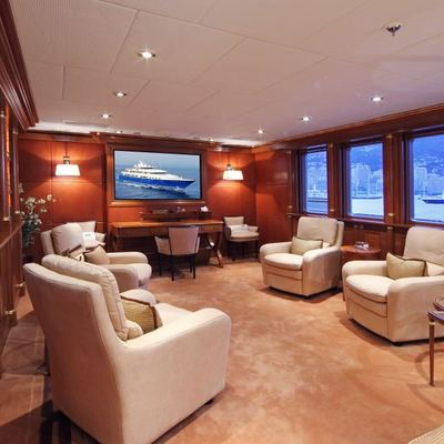 Laurel Yacht Bridge Deck TV Room/Library