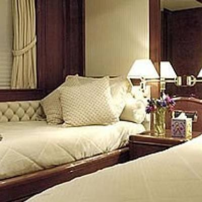Accama Yacht Twin Stateroom