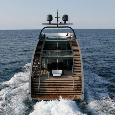 Ocean Emerald Yacht Running Shot - Stern