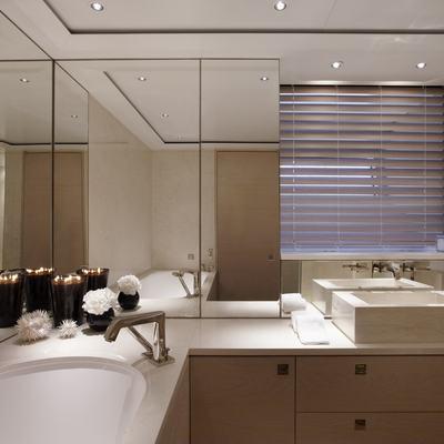Twizzle Yacht Double Guest Shower Room