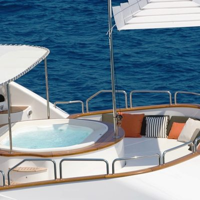 Catching Moments Yacht Jacuzzi