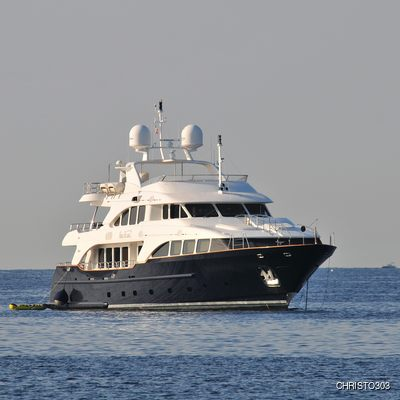 SeaBlue'Z Yacht Front View