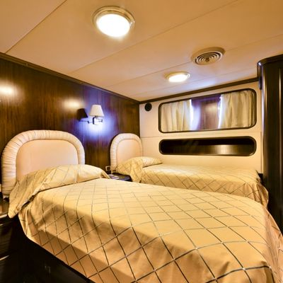 Commitment Yacht Twin Cabin