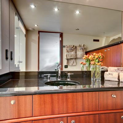 Andiamo Yacht Bathroom - Detail
