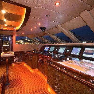 Platinum Yacht Bridge