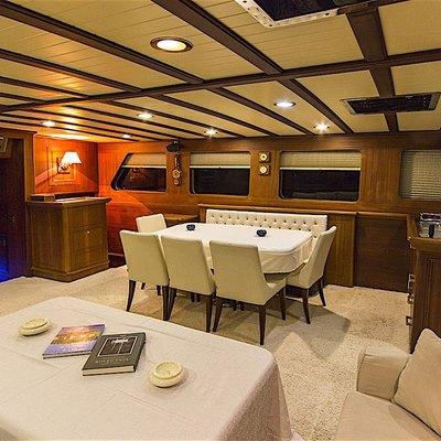Mia I Yacht