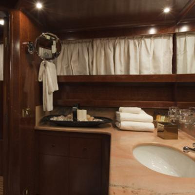 Sirahmy Yacht VIP Bathroom