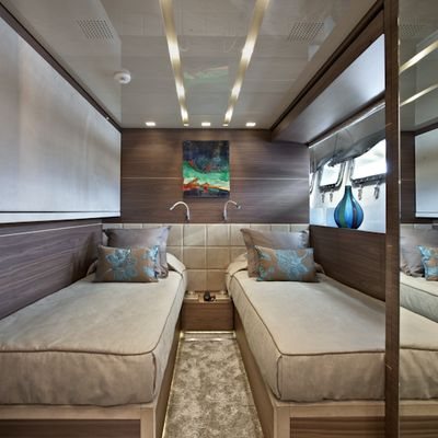 Tesoro Yacht Twin/Double Cabin