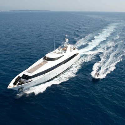 Palm B Yacht Running with Tender
