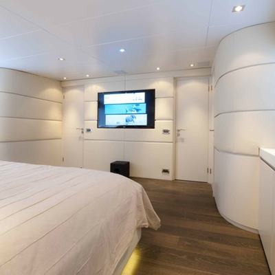 Palm B Yacht Master Stateroom - Screen