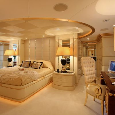 Platinum Yacht Master Stateroom & Study